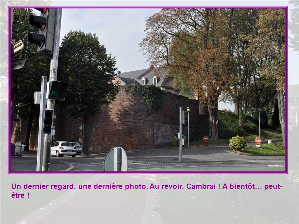 Un dernier regard, une dernière photo. Au revoir, Cambrai ! A bientôt… peut- être !
