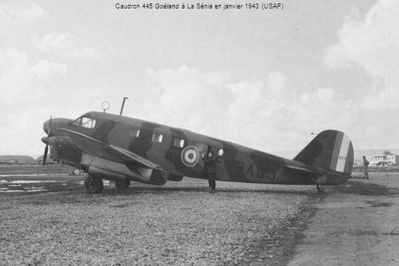 Ci-contre : Le journal de navigation de Roger Dupuy pour la première étape dun vol vers lAEF le 2 octobre 1943, avec quelques huiles dont René Pleven et Jacques Soustelle.