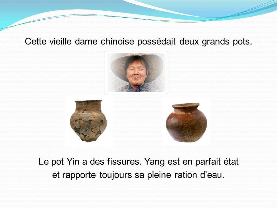Cette vieille dame chinoise possédait deux grands pots.