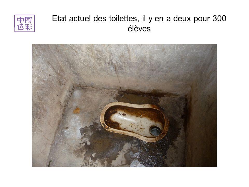 4 août 2012, le chantier avance, la structure des toilettes sèche