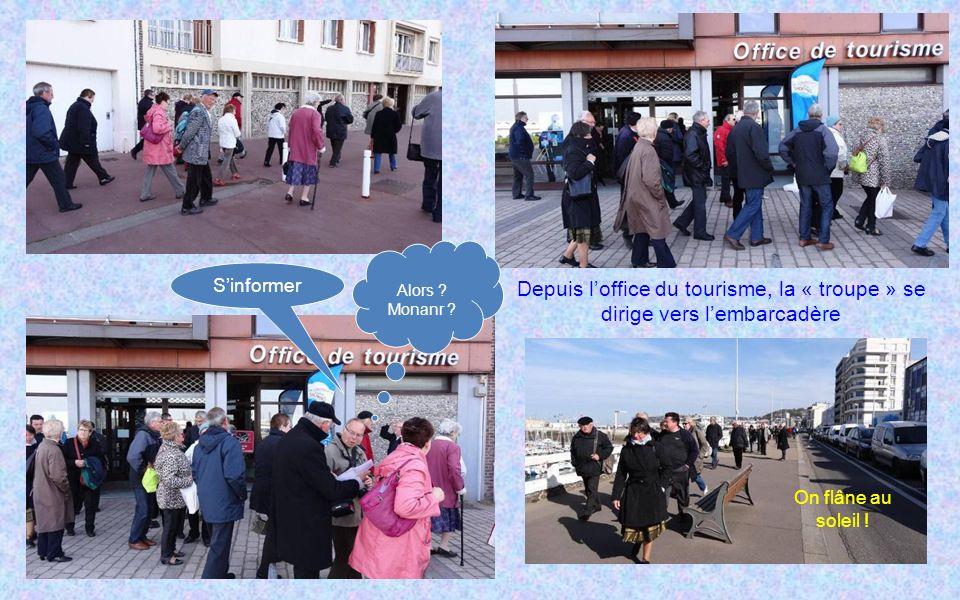 Depuis loffice du tourisme, la « troupe » se dirige vers lembarcadère Alors .