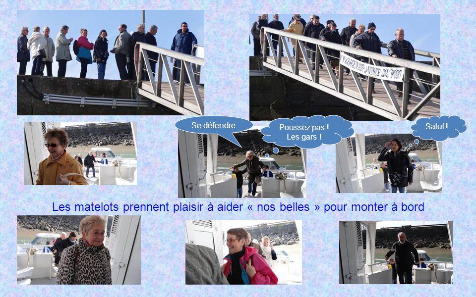 Les matelots prennent plaisir à aider « nos belles » pour monter à bord Poussez pas .