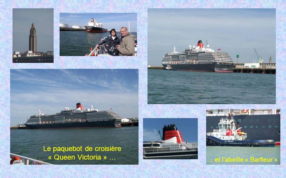 Le paquebot de croisière « Queen Victoria » … … et labeille « Barfleur »