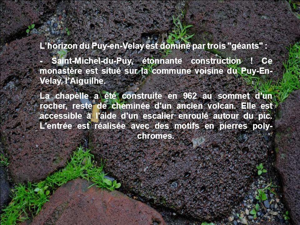 Lhorizon du Puy-en-Velay est dominé par trois géants : - Saint-Michel-du-Puy, étonnante construction .