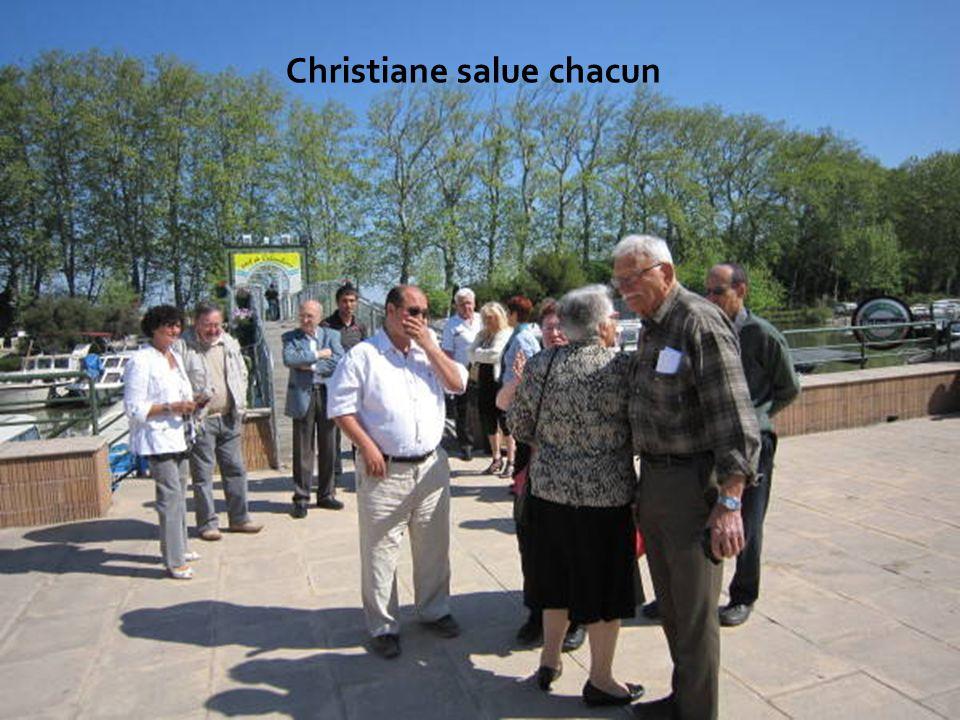 Christiane salue chacun