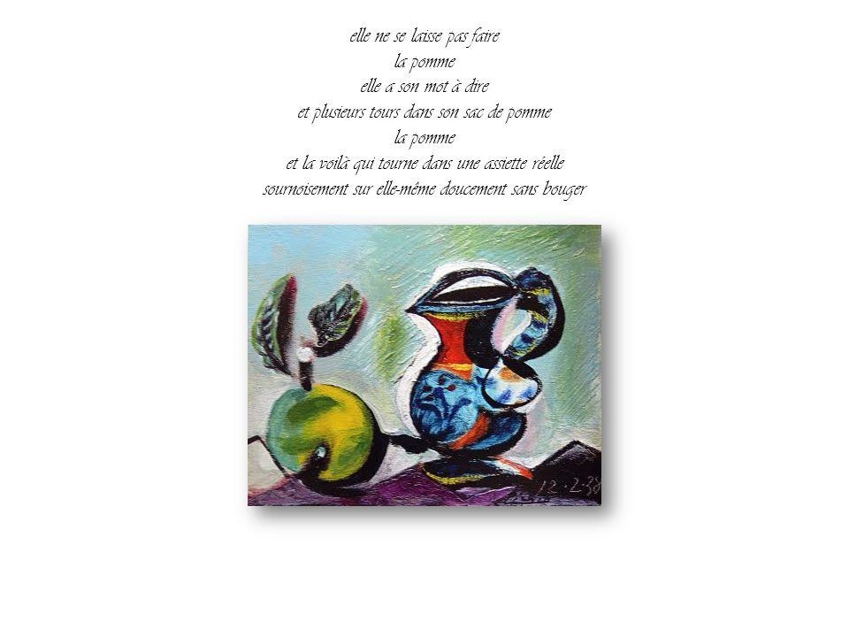 elle ne se laisse pas faire la pomme elle a son mot à dire et plusieurs tours dans son sac de pomme la pomme et la voilà qui tourne dans une assiette réelle sournoisement sur elle-même doucement sans bouger