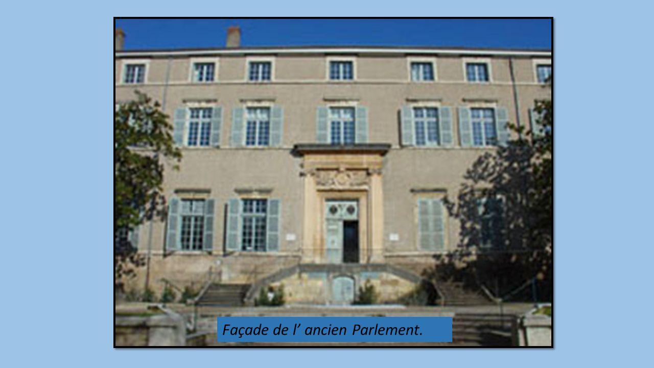Façade de l ancien Parlement.