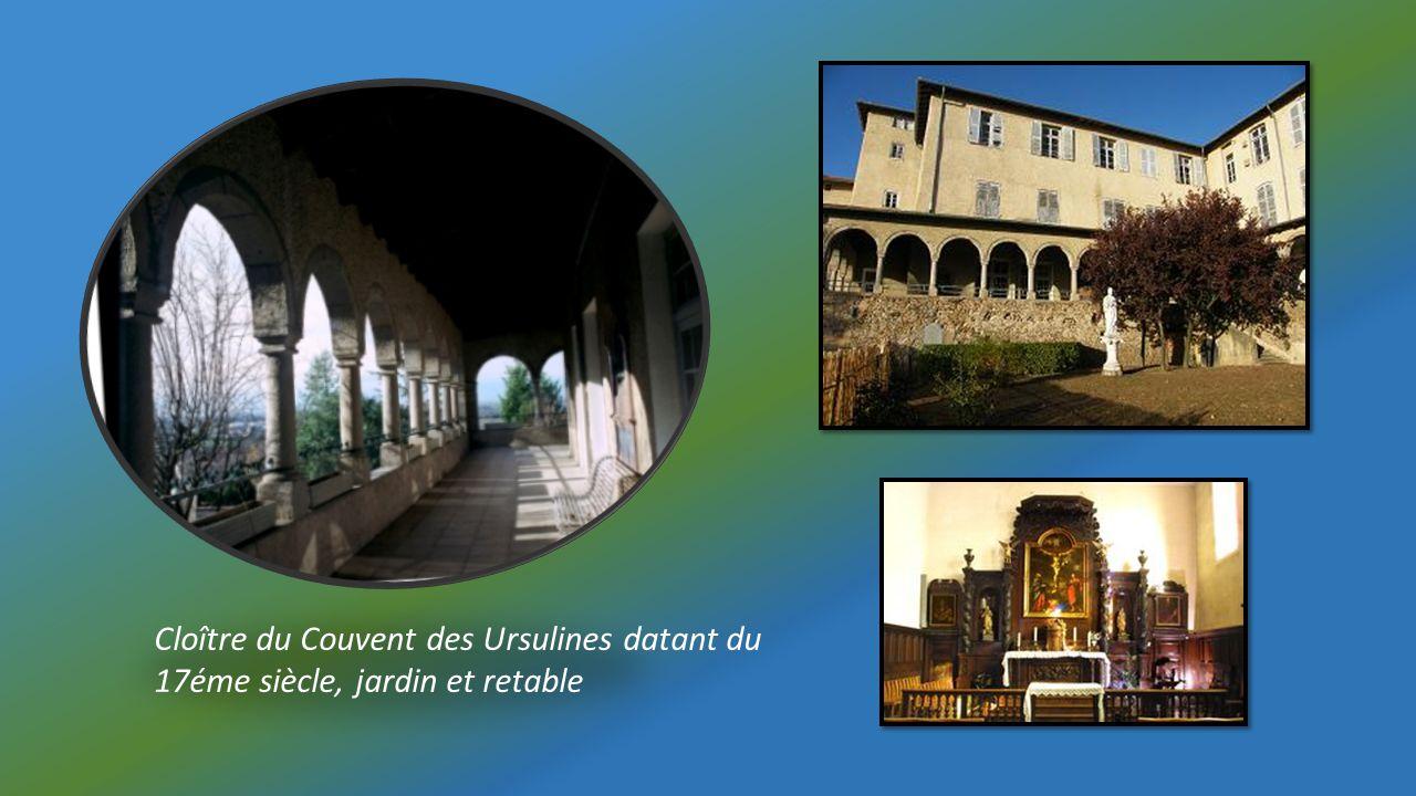 Cloître du Couvent des Ursulines datant du 17éme siècle, jardin et retable