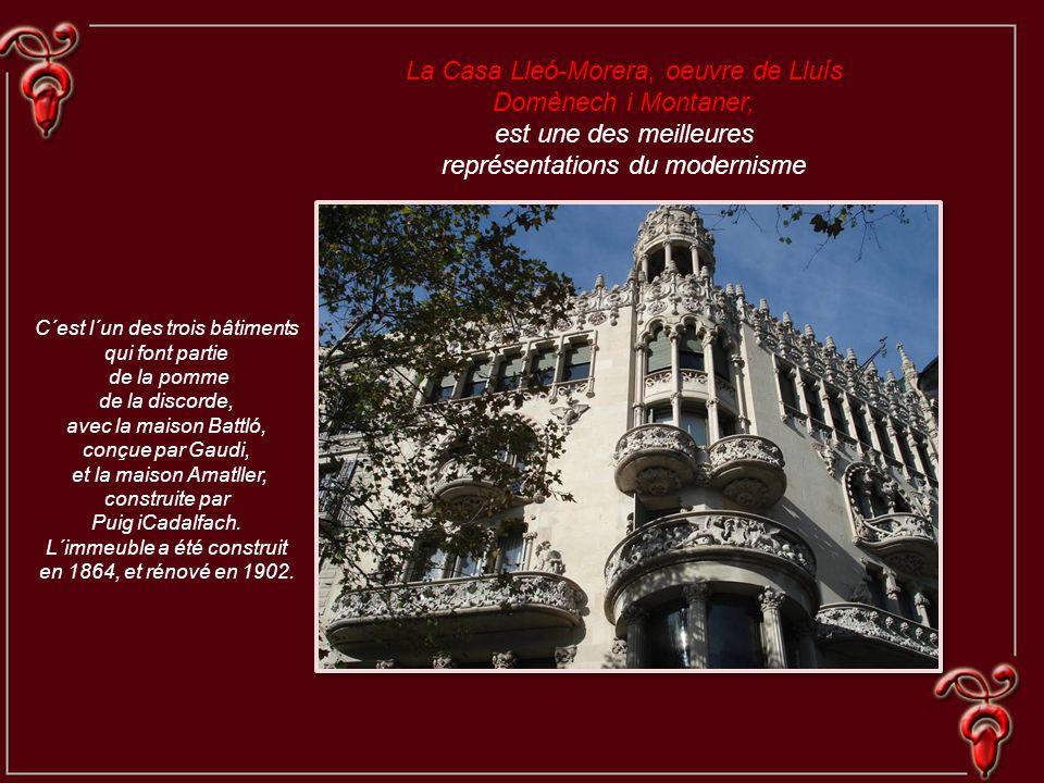 C´est l´un des trois bâtiments qui font partie de la pomme de la discorde, avec la maison Battló, conçue par Gaudi, et la maison Amatller, construite par Puig iCadalfach.