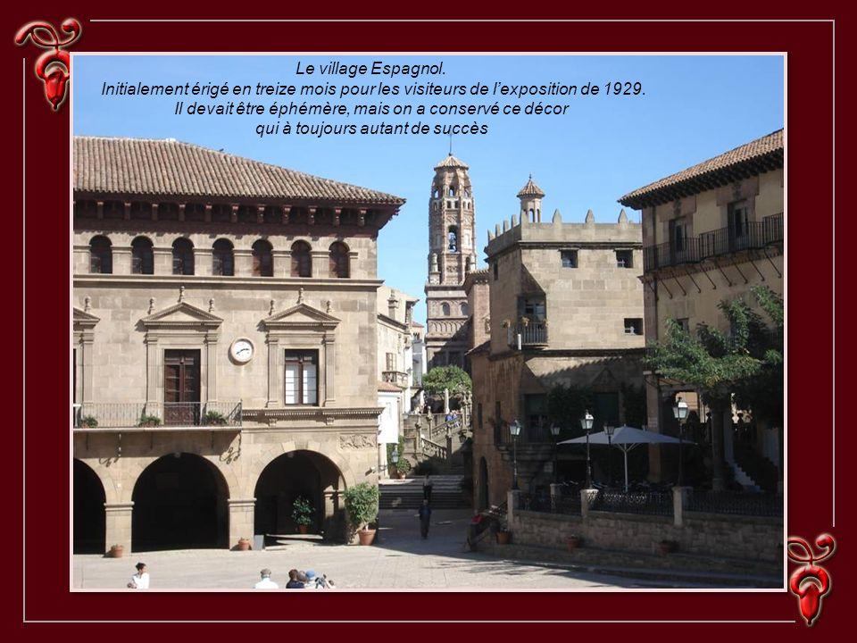 Le village Espagnol.Initialement érigé en treize mois pour les visiteurs de lexposition de 1929.