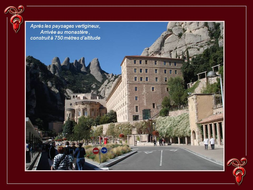 Après les paysages vertigineux, Arrivée au monastère, construit à 750 mètres daltitude