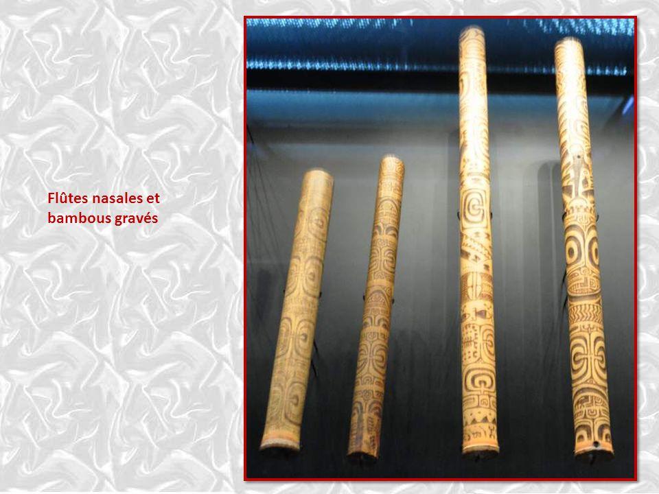 Flûtes nasales et bambous gravés