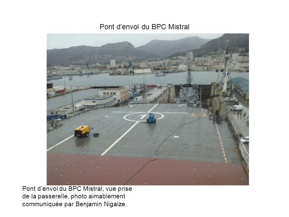 La passerelle de commandement Nous avons eu la chance de visiter la passerelle de laquelle nous avons pu voir la ville de Toulon et sa rade.