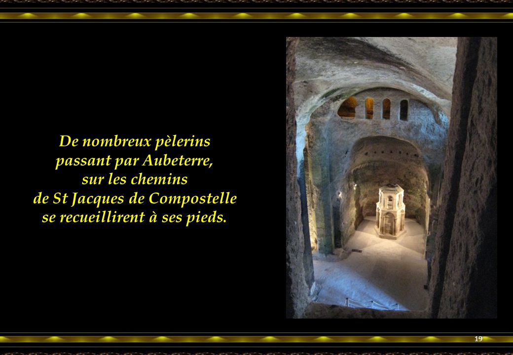 De nombreux pèlerins passant par Aubeterre, sur les chemins de St Jacques de Compostelle se recueillirent à ses pieds.