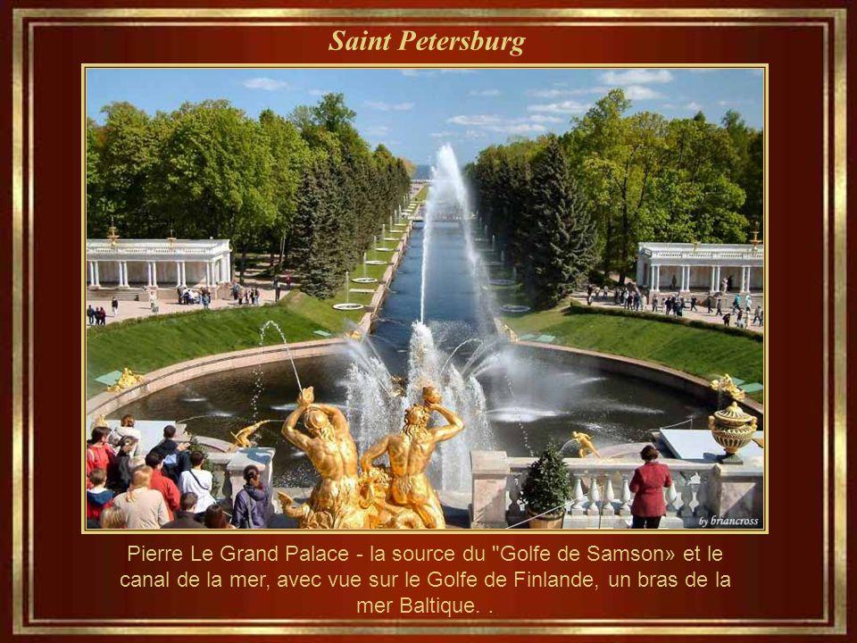 Saint Petersburg Pierre Le Grand Palace - la source du Golfe de Samson» et le canal de la mer, avec vue sur le Golfe de Finlande, un bras de la mer Baltique..