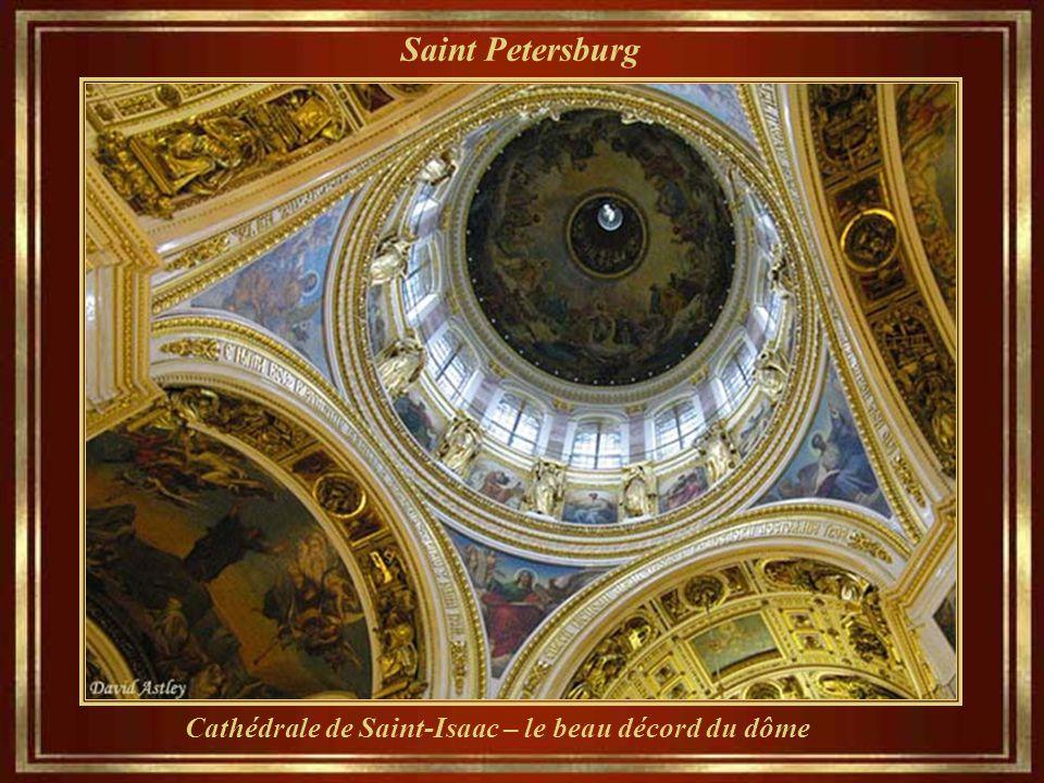 Saint Petersburg Cathédrale de Saint-Isaac – le beau décord du dôme