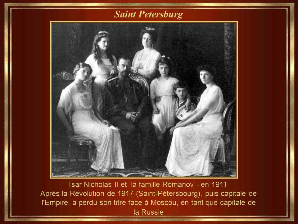Saint Petersburg Tsar Nicholas II et la famille Romanov - en 1911 Après la Révolution de 1917 (Saint-Pétersbourg), puis capitale de l Empire, a perdu son titre face à Moscou, en tant que capitale de la Russie