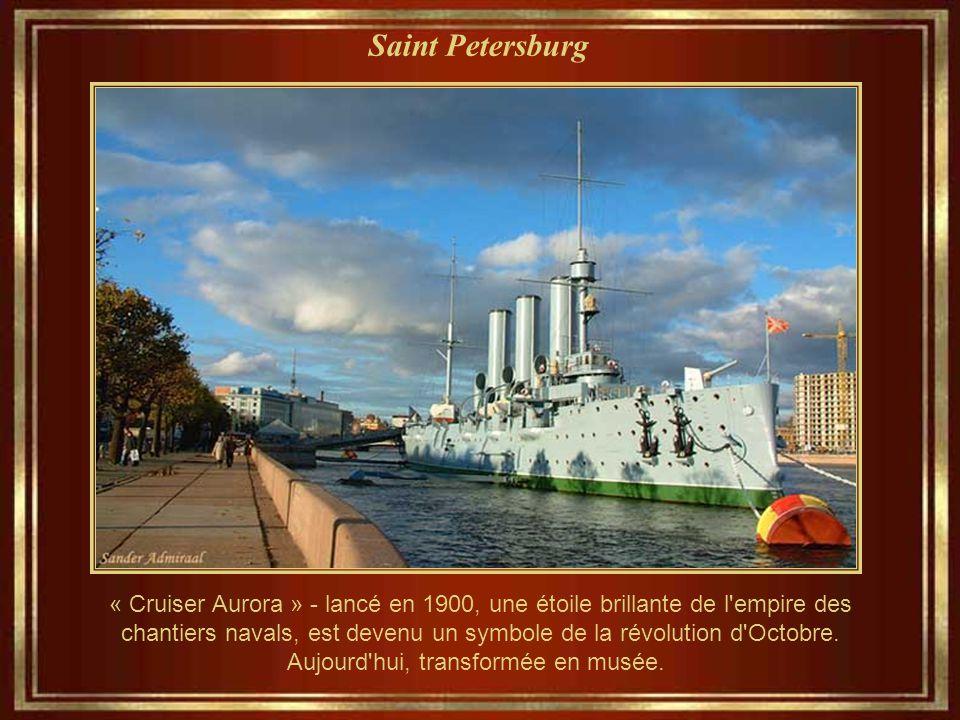 Saint Petersburg « Cruiser Aurora » - lancé en 1900, une étoile brillante de l empire des chantiers navals, est devenu un symbole de la révolution d Octobre.