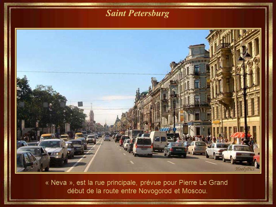 Saint Petersburg « Neva », est la rue principale, prévue pour Pierre Le Grand début de la route entre Novogorod et Moscou.