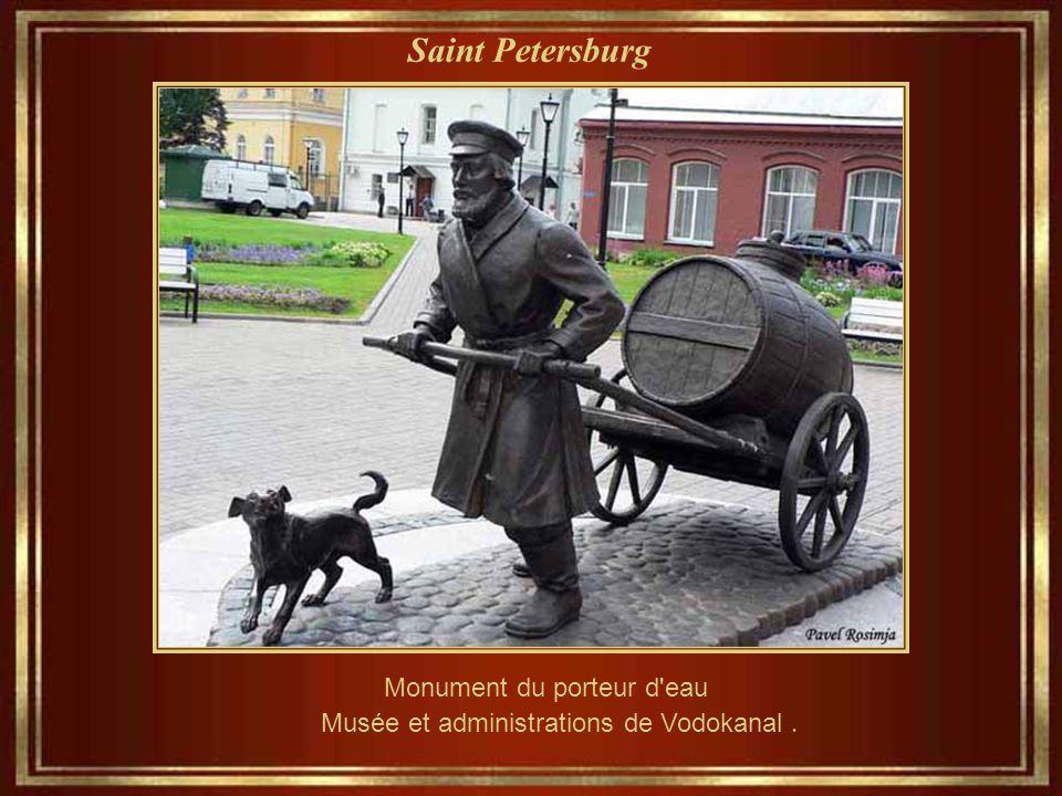 Saint Petersburg Monument du porteur d eau Musée et administrations de Vodokanal.