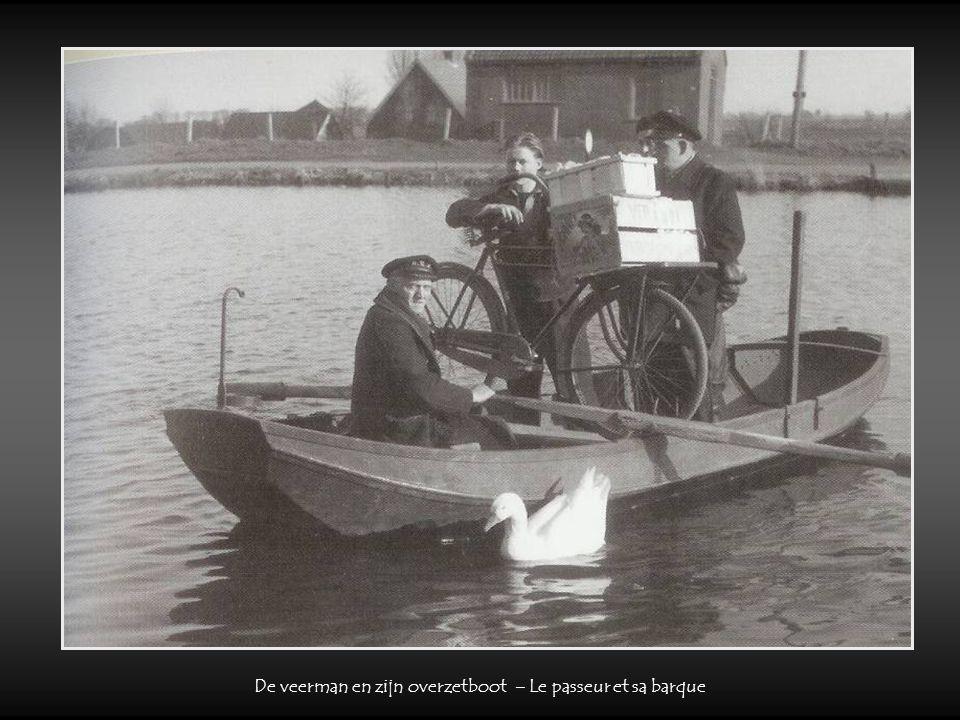 De veerman en zijn overzetboot – Le passeur et sa barque