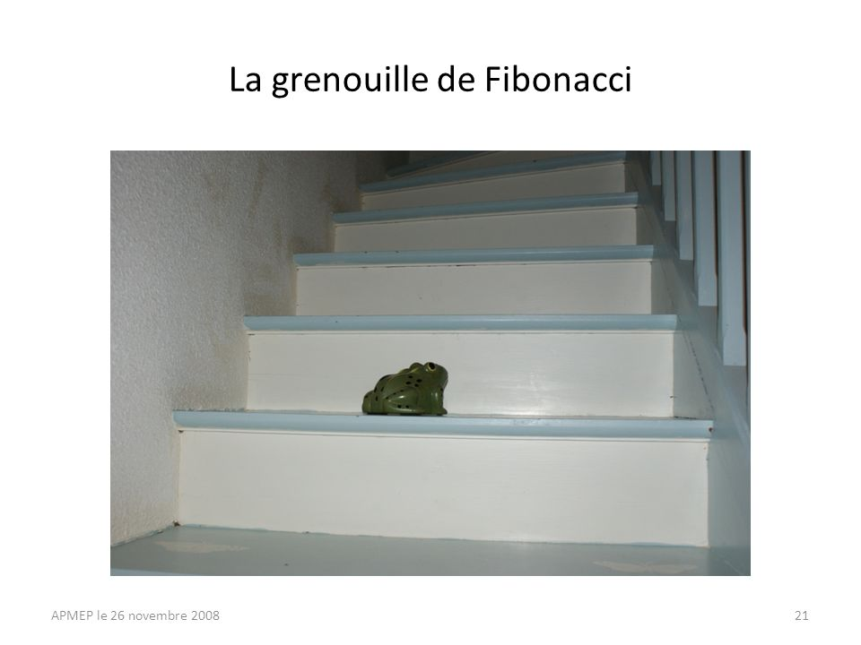 A chaque marche, la grenouille a deux possibilités: elle saute sur la marche suivante, ou elle saute sur la marche située encore au- dessus.