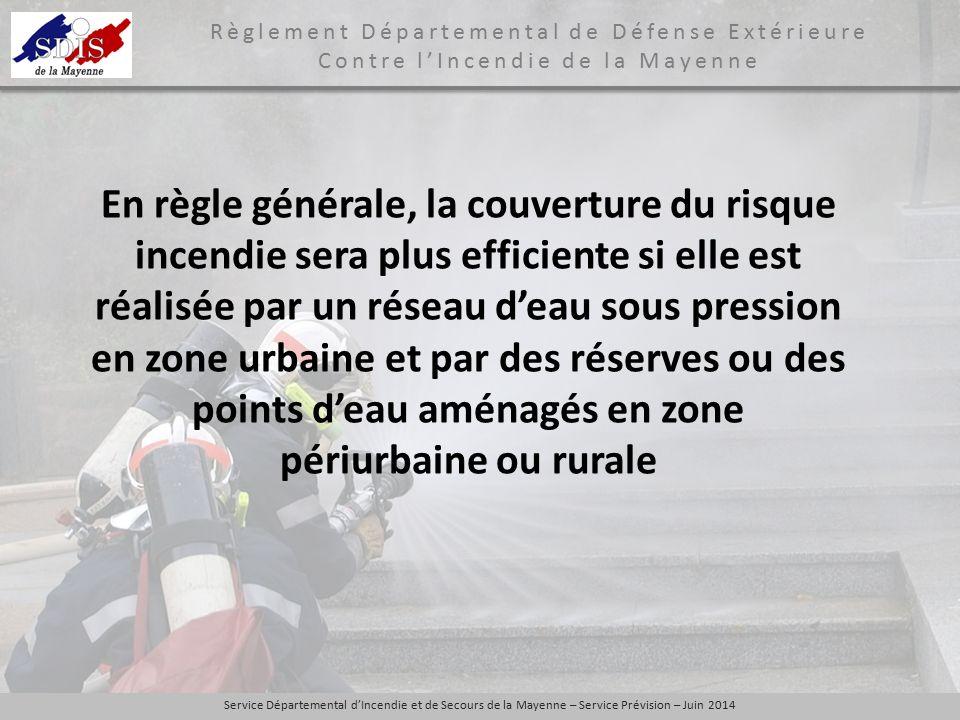 En règle générale, la couverture du risque incendie sera plus efficiente si elle est réalisée par un réseau d'eau sous pression en zone urbaine et par des réserves ou des points d'eau aménagés en zone périurbaine ou rurale