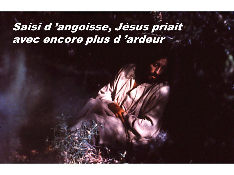 Saisi d 'angoisse, Jésus priait avec encore plus d 'ardeur