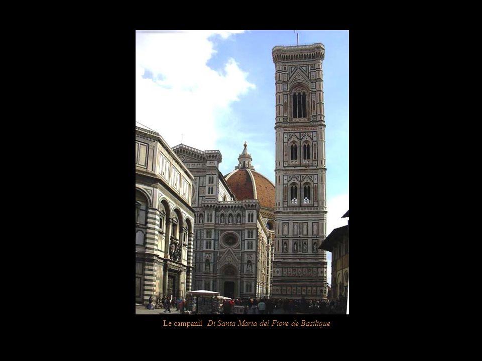 Le campanil Di Santa Maria del Fiore de Basilique