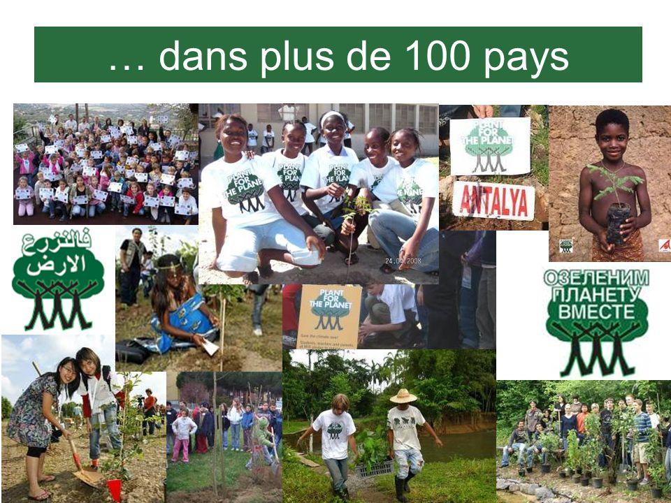 … dans plus de 100 pays Ici vous voyez des logos en plusieurs langues et quelques photos d'enfants plantant des arbres.