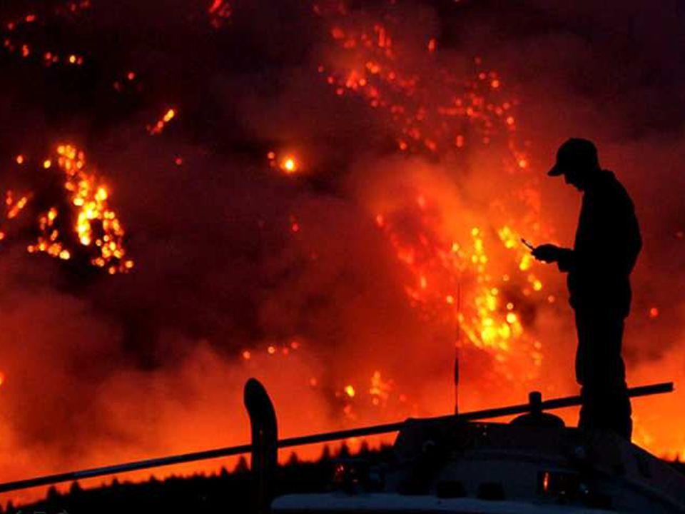 Partout dans le monde, des gens doivent survivre dans des situations climatiques extrêmes. Dans certains endroits, il fait si sec que les forêts se mettent à brûler toutes seules. Ici vous voyez des forêts qui brûlent en Russie.