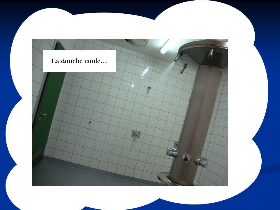 La douche coule…