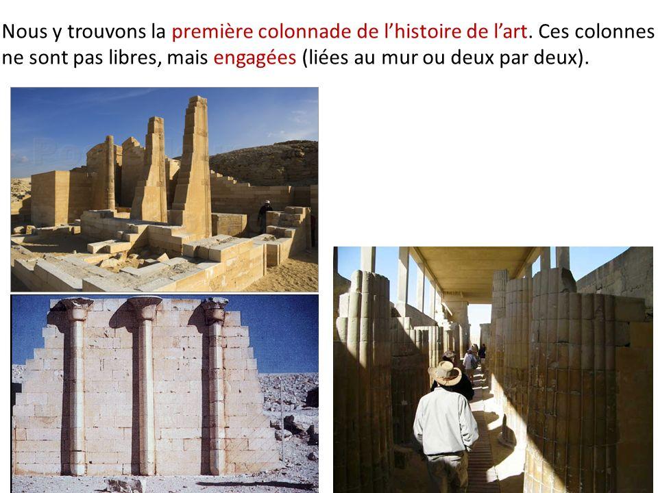Nous y trouvons la première colonnade de l'histoire de l'art