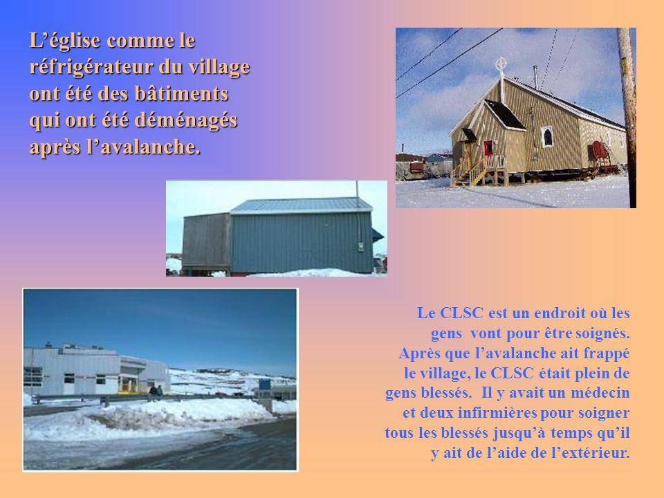 L'église comme le réfrigérateur du village ont été des bâtiments qui ont été déménagés après l'avalanche.