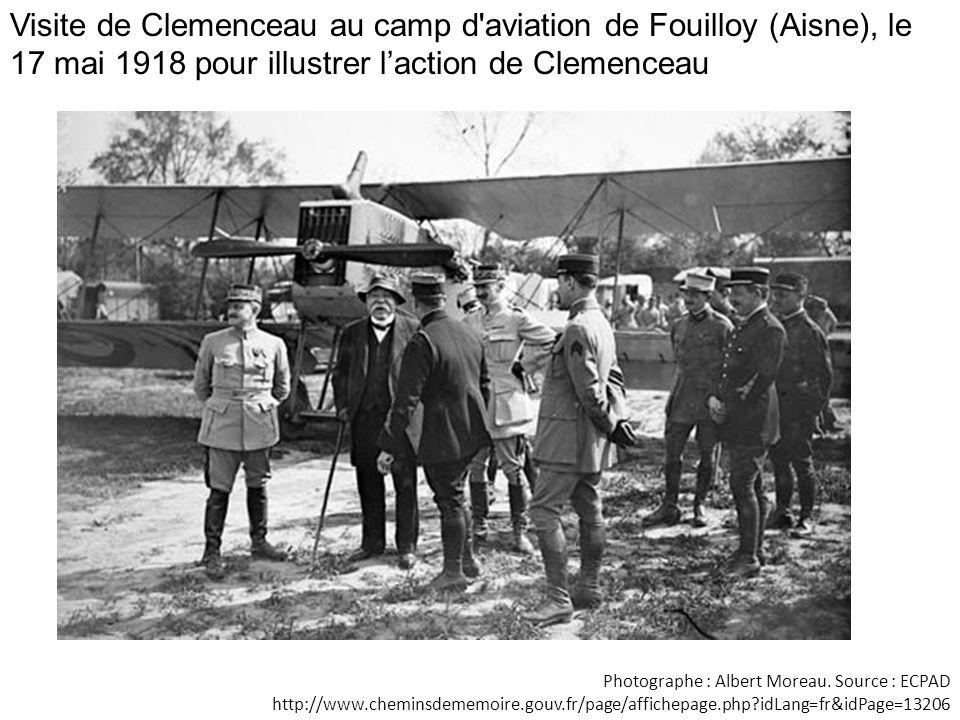 Visite de Clemenceau au camp d aviation de Fouilloy (Aisne), le 17 mai 1918 pour illustrer l'action de Clemenceau