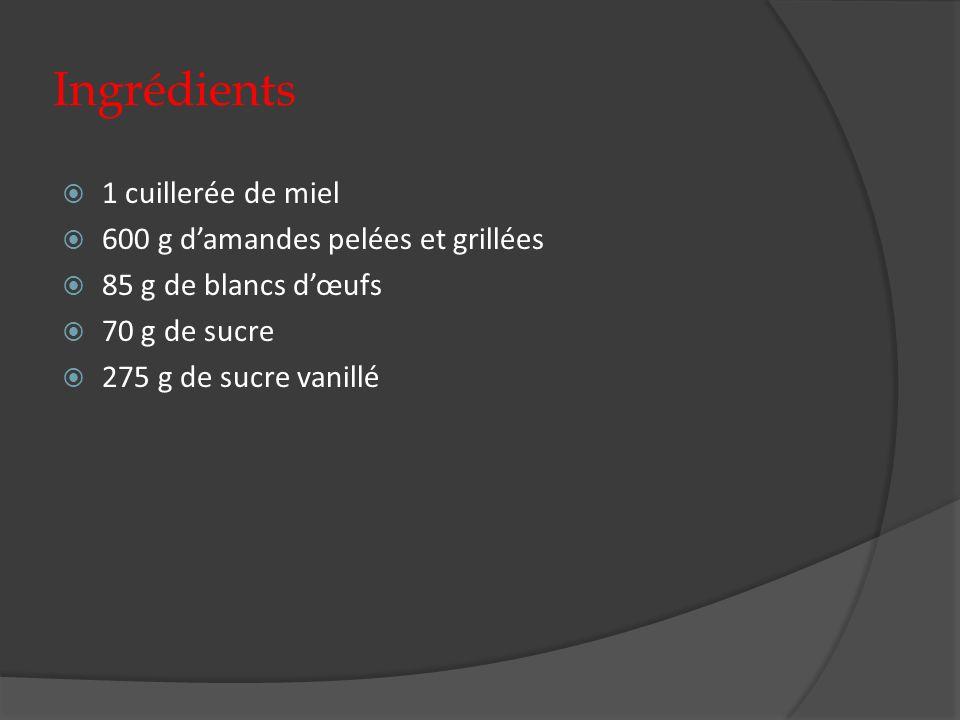 Ingrédients 1 cuillerée de miel 600 g d'amandes pelées et grillées