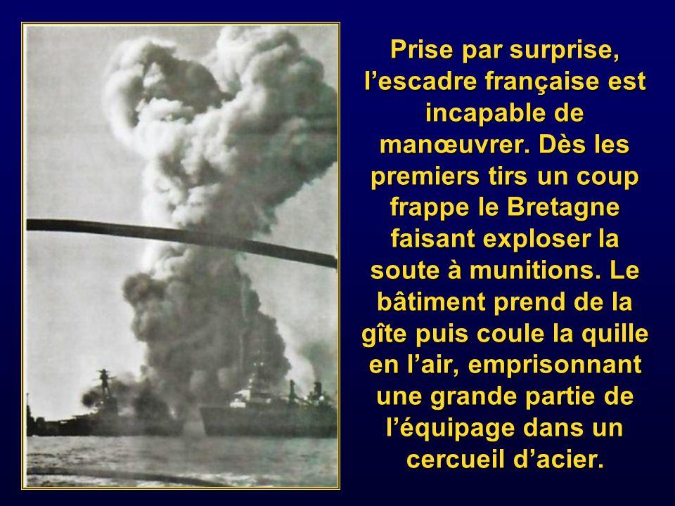 Prise par surprise, l'escadre française est incapable de manœuvrer