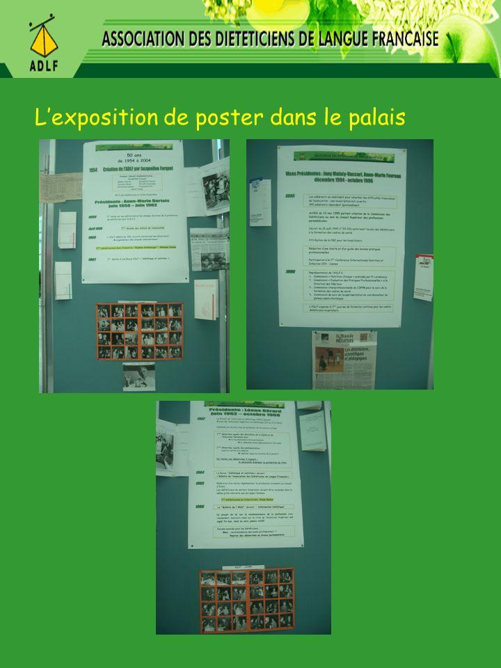 L'exposition de poster dans le palais