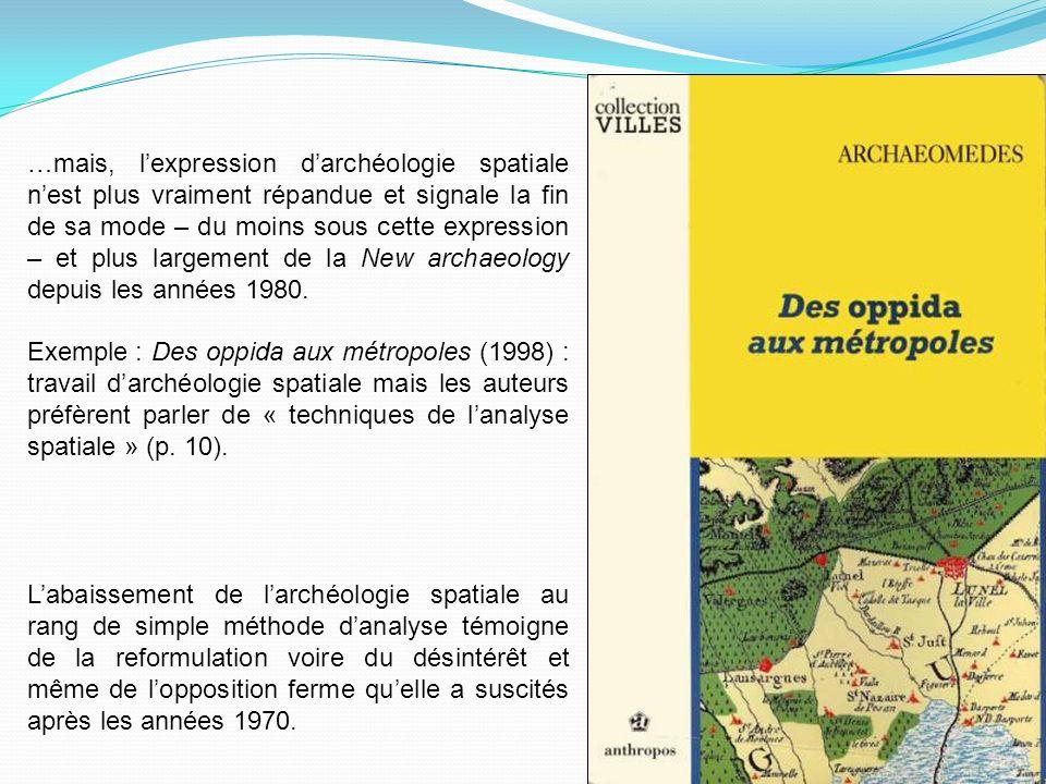 …mais, l'expression d'archéologie spatiale n'est plus vraiment répandue et signale la fin de sa mode – du moins sous cette expression – et plus largement de la New archaeology depuis les années 1980.