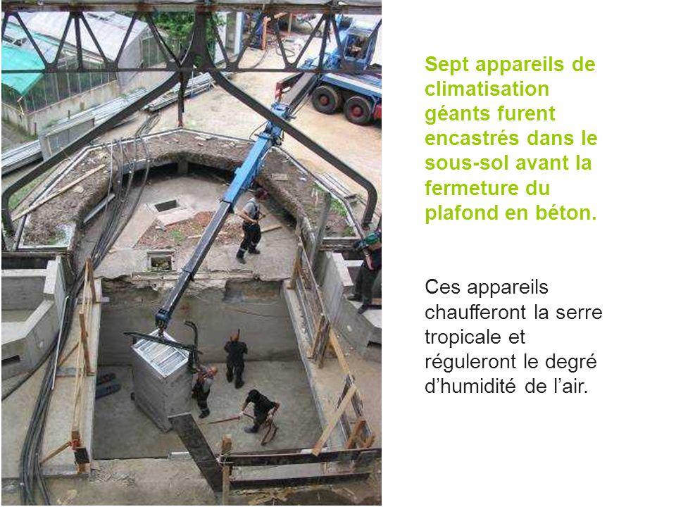 Sept appareils de climatisation géants furent encastrés dans le sous-sol avant la fermeture du plafond en béton.