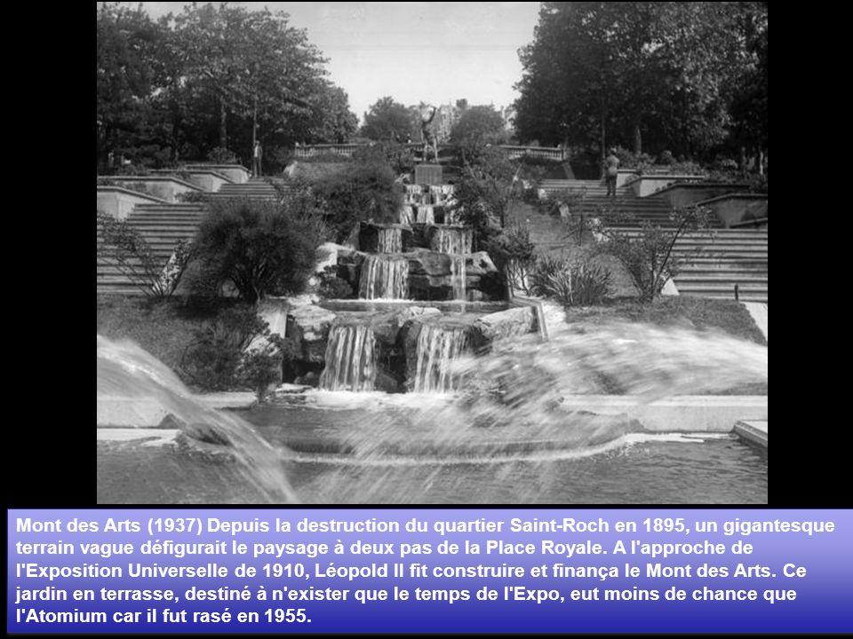 Mont des Arts (1937) Depuis la destruction du quartier Saint-Roch en 1895, un gigantesque terrain vague défigurait le paysage à deux pas de la Place Royale.