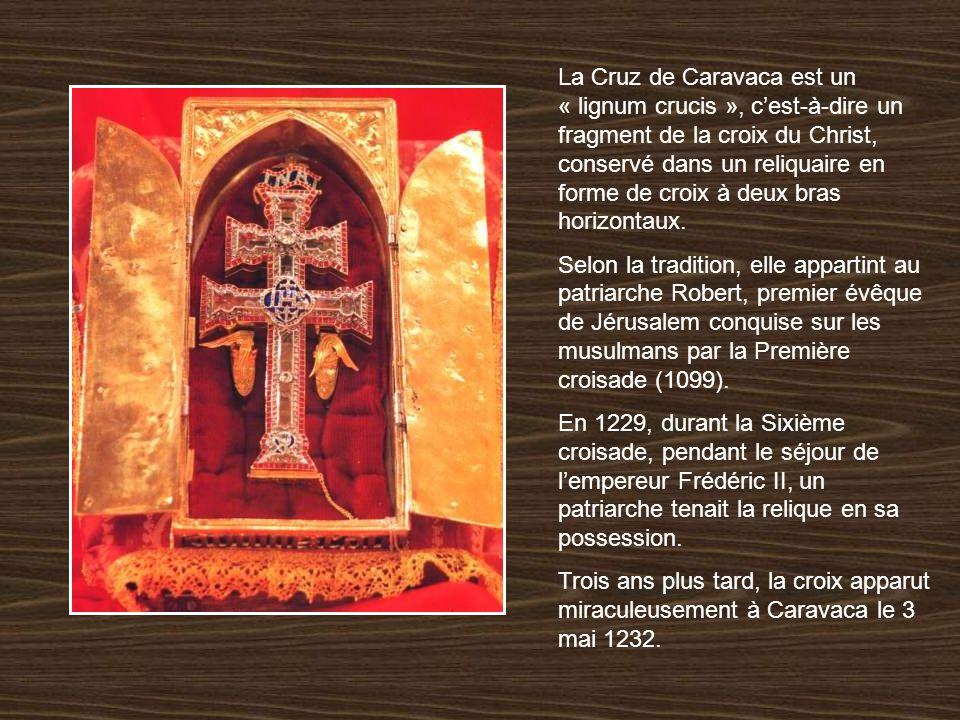 La Cruz de Caravaca est un « lignum crucis », c'est-à-dire un fragment de la croix du Christ, conservé dans un reliquaire en forme de croix à deux bras horizontaux.