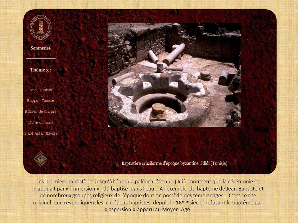Les premiers baptistères jusqu'à l'époque paléochrétienne ( Ici ) montrent que la cérémonie se pratiquait par « immersion » du baptisé dans l'eau .