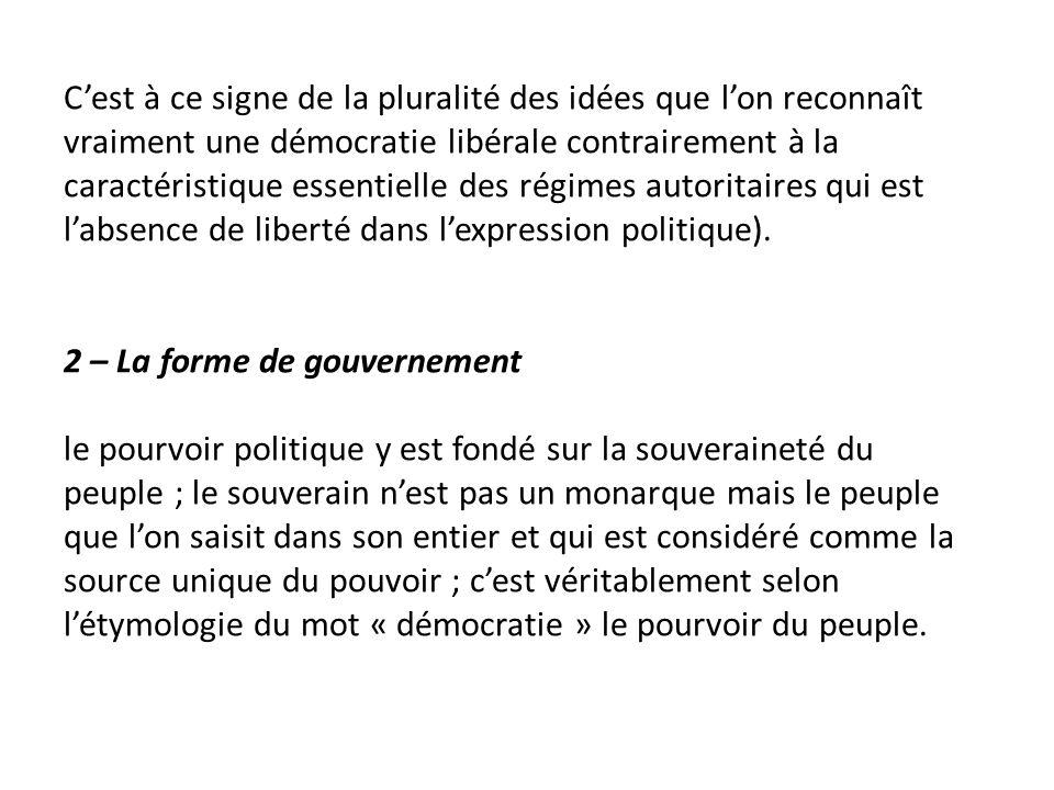C'est à ce signe de la pluralité des idées que l'on reconnaît vraiment une démocratie libérale contrairement à la caractéristique essentielle des régimes autoritaires qui est l'absence de liberté dans l'expression politique).