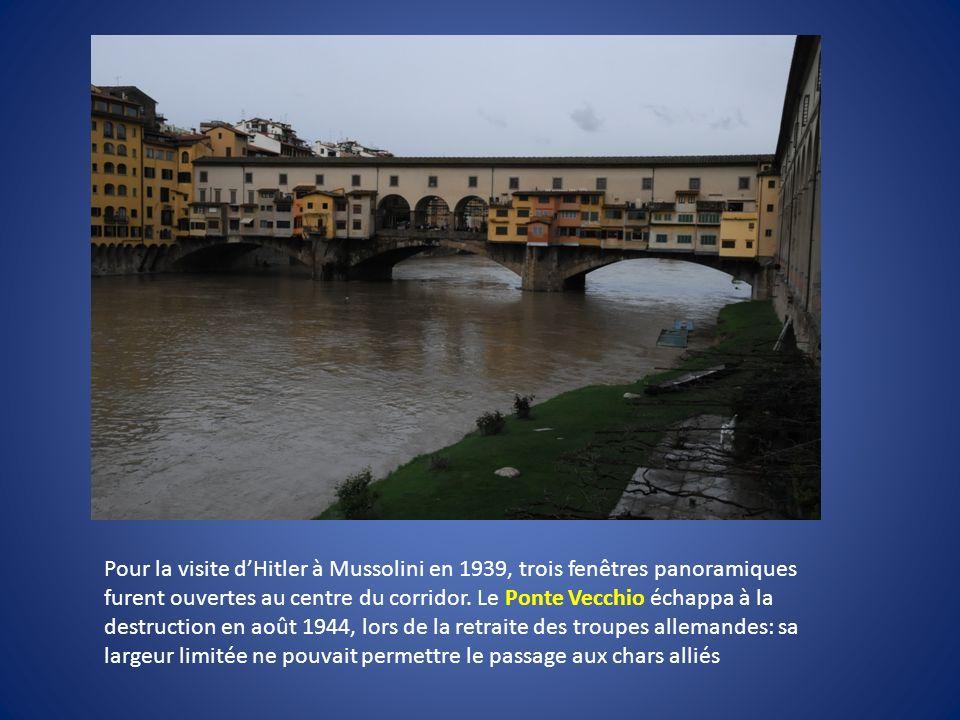 Pour la visite d'Hitler à Mussolini en 1939, trois fenêtres panoramiques furent ouvertes au centre du corridor.