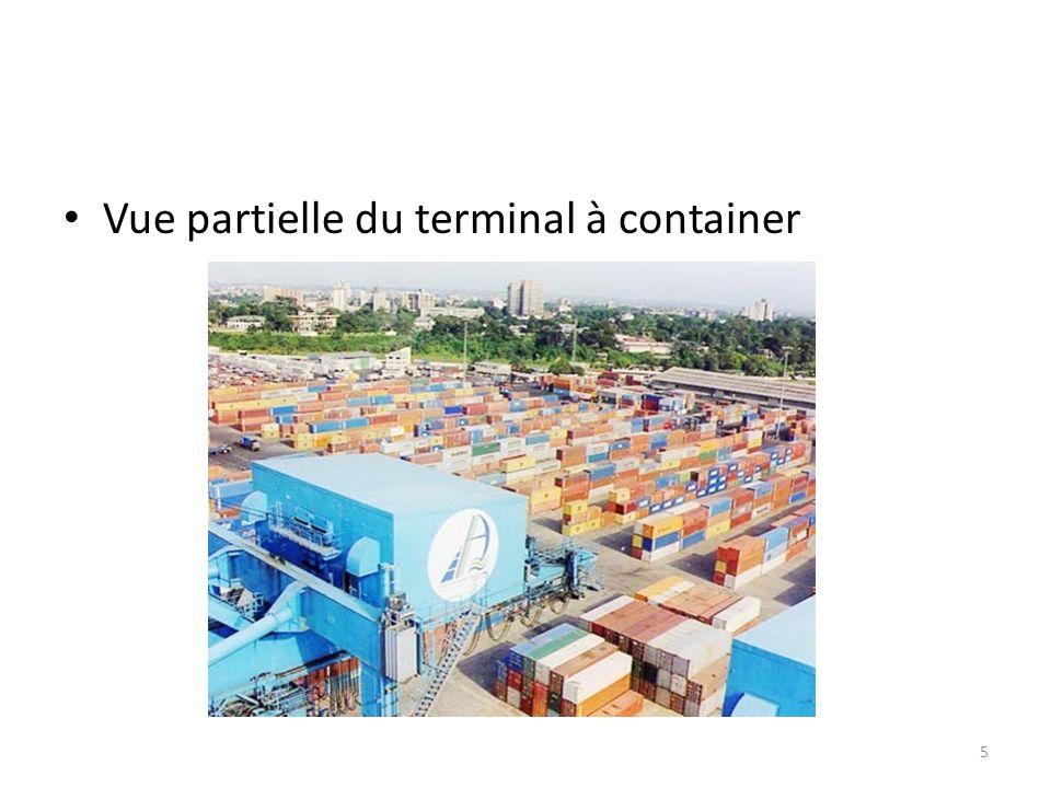 Vue partielle du terminal à container