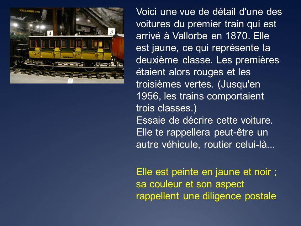 Voici une vue de détail d une des voitures du premier train qui est arrivé à Vallorbe en 1870. Elle est jaune, ce qui représente la deuxième classe. Les premières étaient alors rouges et les troisièmes vertes. (Jusqu en 1956, les trains comportaient trois classes.)