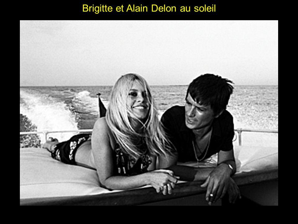 Brigitte et Alain Delon au soleil