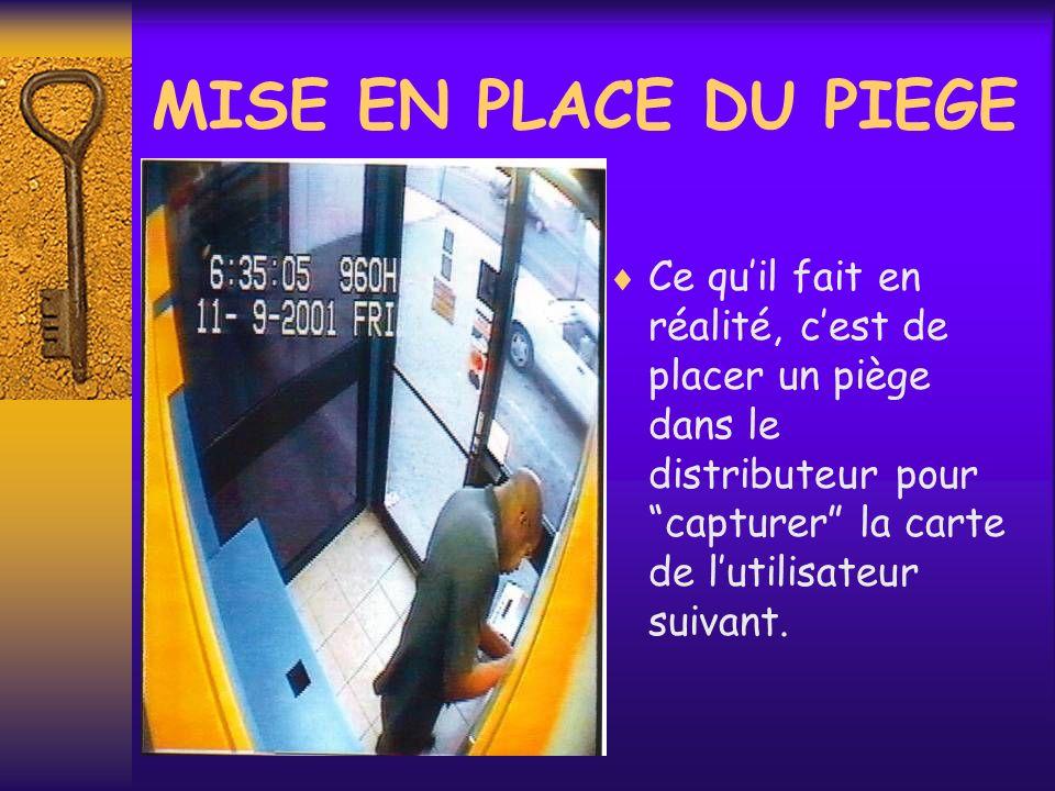 MISE EN PLACE DU PIEGE Ce qu'il fait en réalité, c'est de placer un piège dans le distributeur pour capturer la carte de l'utilisateur suivant.