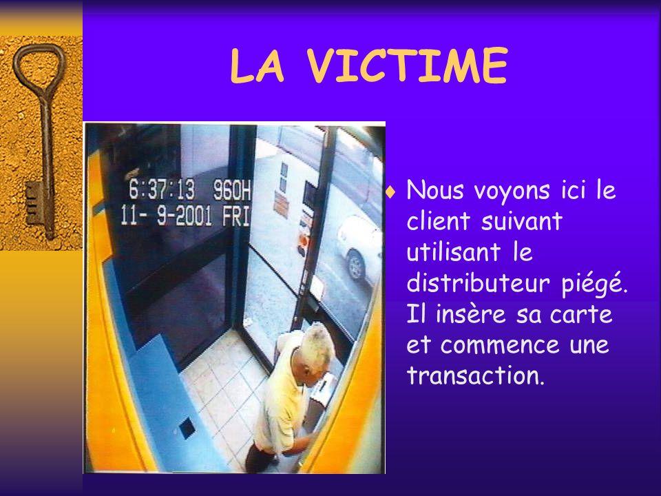 LA VICTIME Nous voyons ici le client suivant utilisant le distributeur piégé.